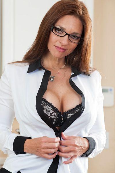 Super Fickanzeigen für private Sex Kontakte mit Sekretärinnen